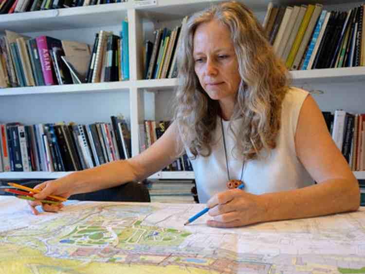 גן המכתש בגבעתיים: ראיון עם ברברה אהרונסון